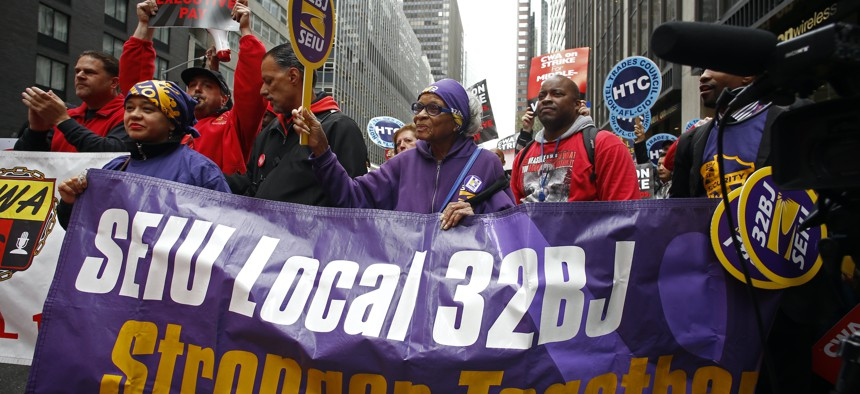 SEIU 32BJ comes out in support of striking Verizon workers in 2016.