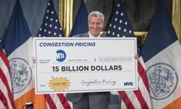 Mayor de Blasio with a check symbolizing how much revenue would come from congestion pricing.