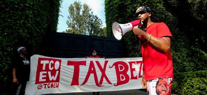 Former Amazon employee Chris Smalls protesting outside of Jeff Bezos' mansion.